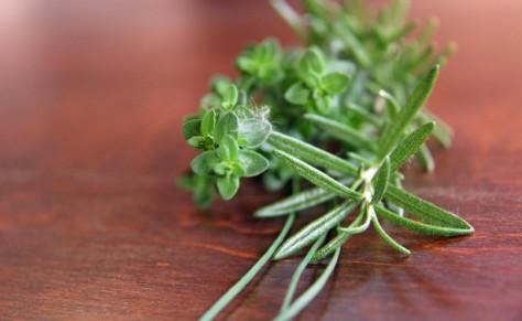 fresh-herbs-on-wood